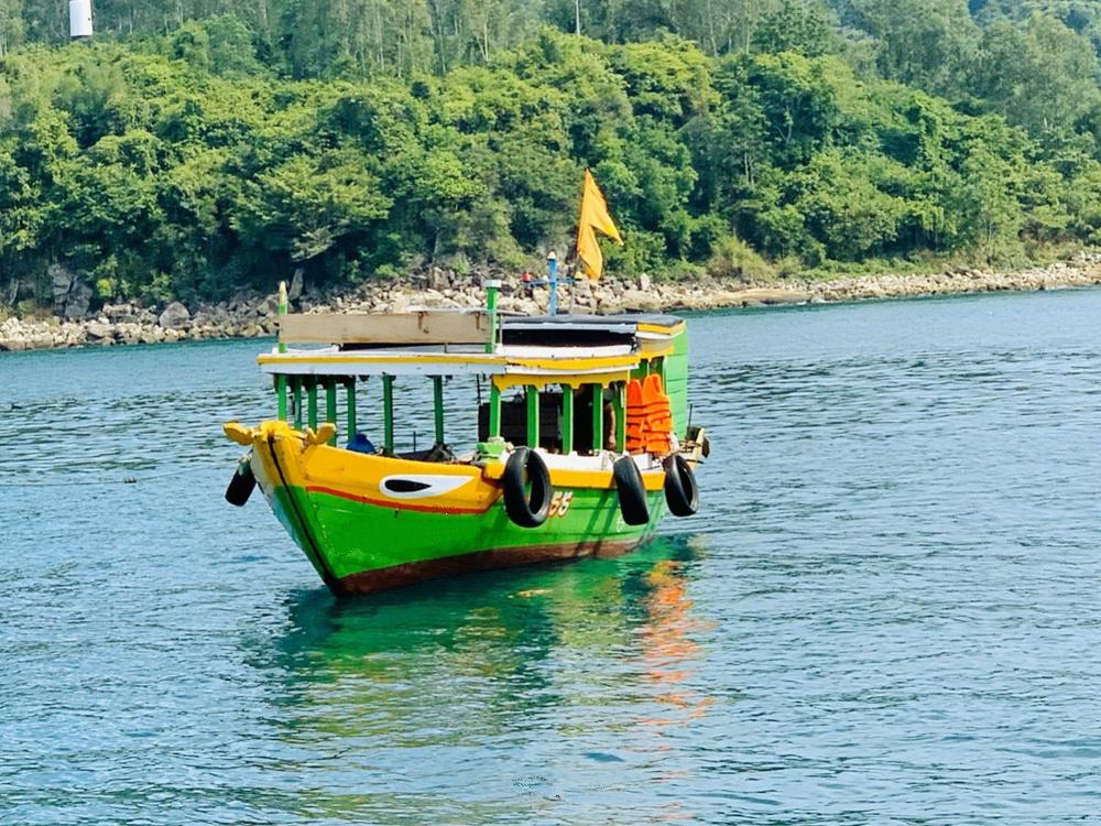 Tàu gỗ - Phương tiện di chuyển chủ đạo của ngư dân trên đảo Cù Lao Chàm
