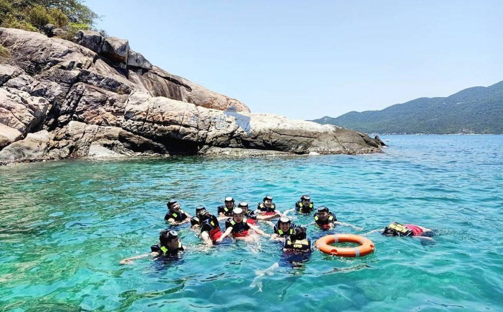 Tắm biển và lặn ngắm san hô