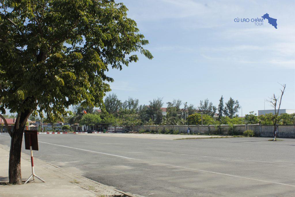 Bãi đỗ xe cảng Cửa Đại vắng khách trong mùa dịch