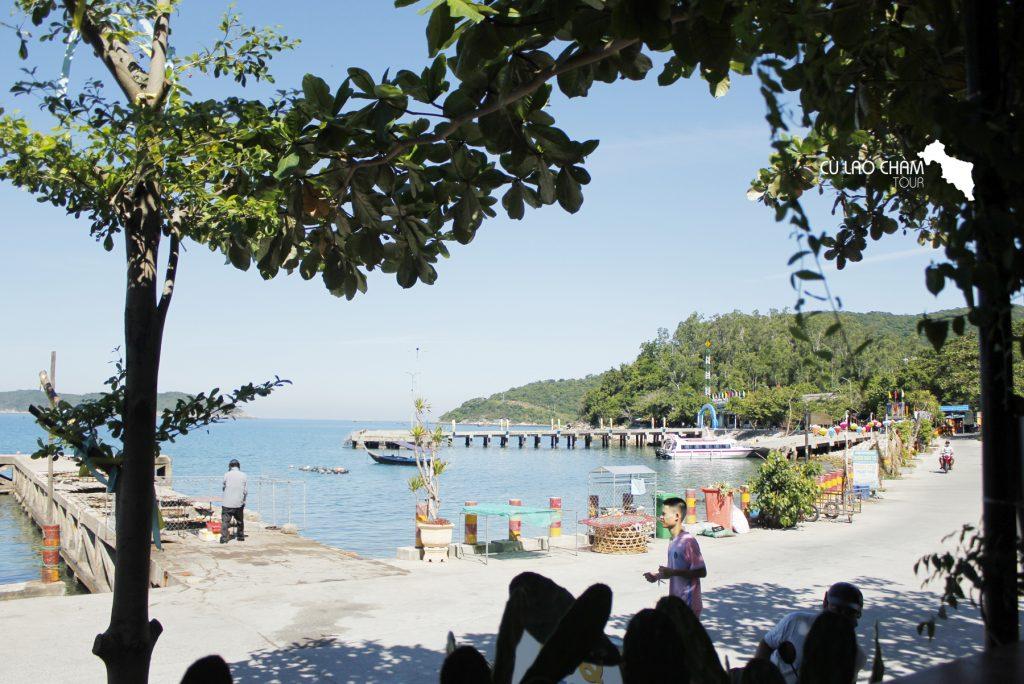 View nhìn ra biển từ Sunbay Cafe