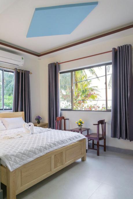 Phòng ngủ thiết kế mộc mạc nhưng phong cách khá hiện đại