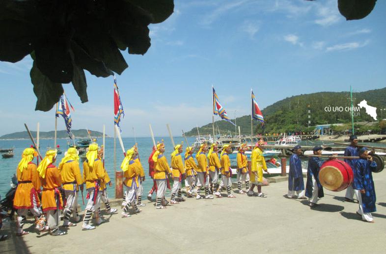 Lễ Cầu Ngư di chuyển quanh khu vực Bãi Làng - Cù Lao Chàm