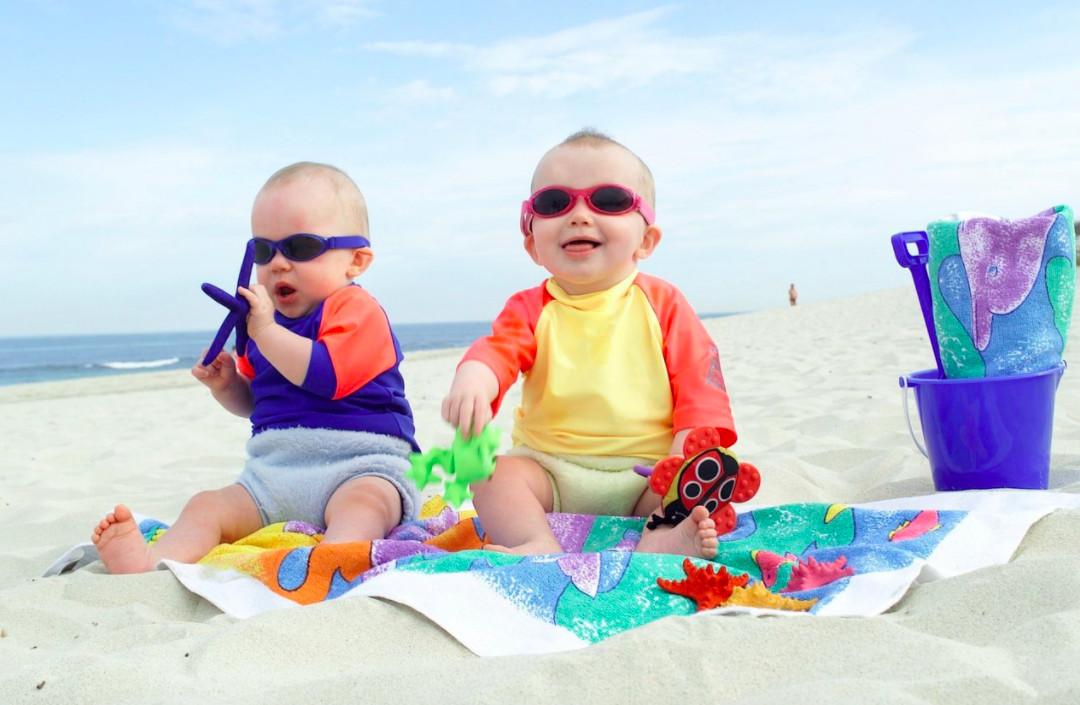 Trang phục gọn gàng giúp bé thoả mái khi đi biển
