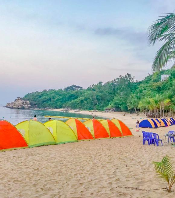 Du khách cắm lều ngủ qua đêm tại Bãi Chồng Cù Lao Chàm