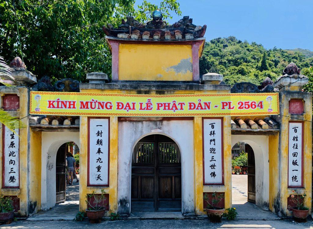 Cổng chính điện Chùa Hải Tạng
