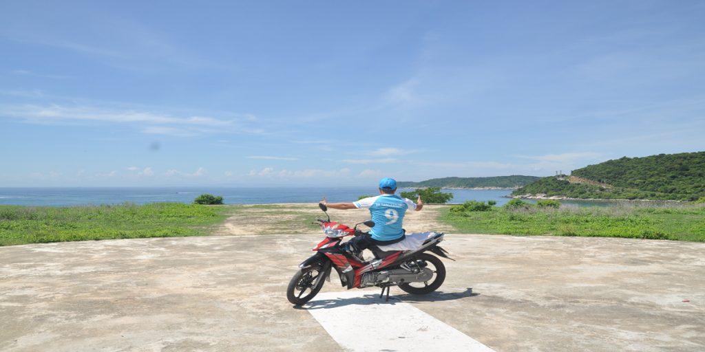 Xe máy di chuyển quanh đảo