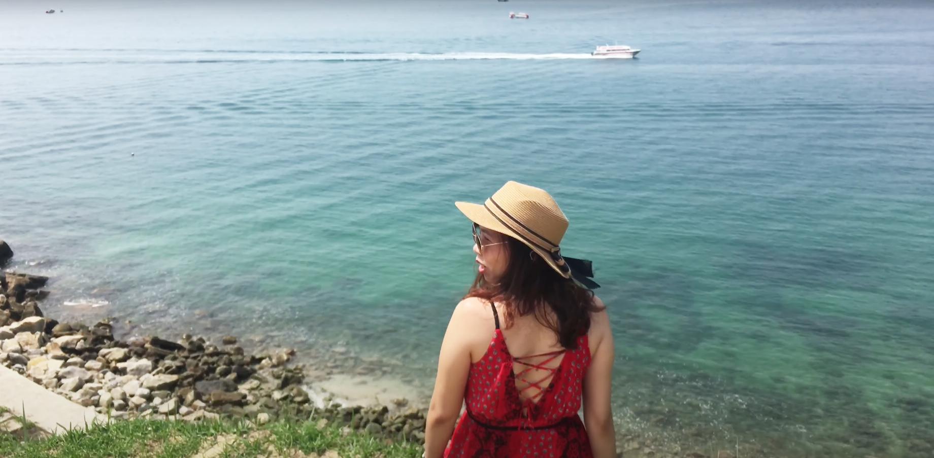 Du khách tham quan đảo Cù Lao Chàm